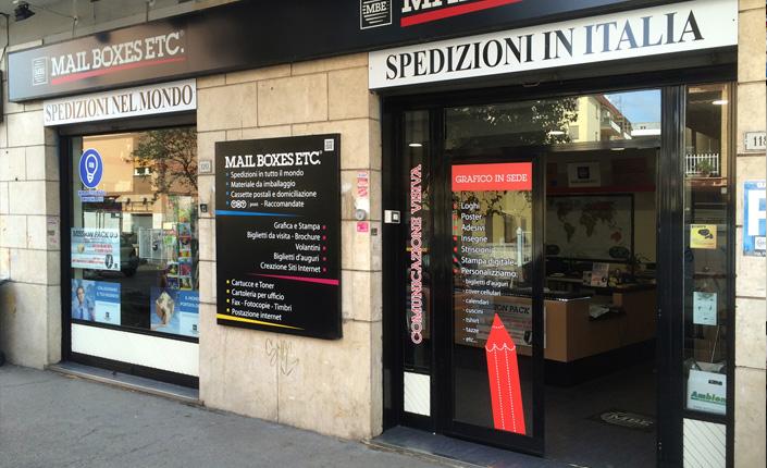 Nuova vetrina Mail Boxes Etc. Ciampino - Roma (MBE Ciampino)